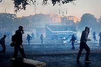 Roma: scontri tra violenti e polizia durante il corteo organizzato dagli indignati. &quot;Occupy Wall Street&quot; &egrave; stata organizzata in 951 citt&agrave; di 82 Paesi per protestare contro la crisi economica mondiale.<br /> <br /> Rome: protestors against the police during the demonstration &quot;Occupy Wall Street&quot;