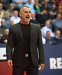 14.04.2018, EWE Arena, Oldenburg, GER, BBL, EWE Baskets Oldenburg vs s.Oliver W&uuml;rzburg, im Bild<br /> was ist da los Jungs...<br /> Dirk Bauermann (s.Oliver W&uuml;rzburg #Headcoach, #Head Coach, #Trainer)<br /> Foto &copy; nordphoto / Rojahn