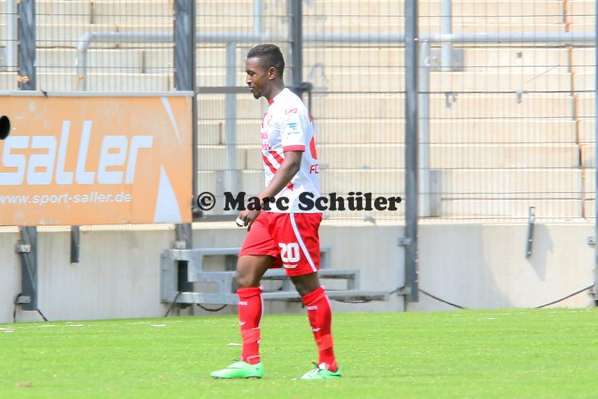 Charles Takyi (Cottbus) mit Gelb-Rot vom Platz - FSV Frankfurt vs. FC Energie Cottbus, Frankfurter Volksbank Stadion