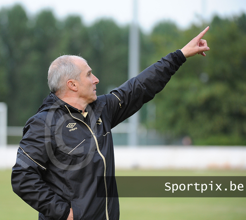 20160713 - DOUAI , FRANCE : RC Lens' coach Alain Casanova pictured during a friendly game between Racing Club de LENS and Waasland Beveren during the preparations for the 2016-2017 season , Wednesday 13 July 2016 ,  PHOTO Dirk Vuylsteke | Sportpix.Be