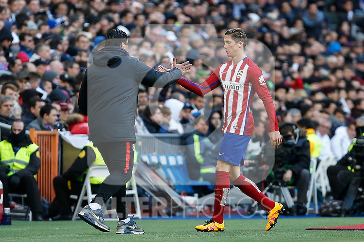 Atletico de Madrid´s Fernando Torres gets substituted during 2015/16 La Liga match between Real Madrid and Atletico de Madrid at Santiago Bernabeu stadium in Madrid, Spain. February 27, 2016. (ALTERPHOTOS/Victor Blanco)
