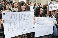 SAO PAULO, SP, 15 de junho 2013 Manifestante que sao a favor do aborto realiza um protesto contra Estatuto do Nascituro na Praca da Se.O projeto que visa a instituir o Estatuto do Nascituro ? que dá direitos ao embrião e cria incentivos com o objetivo de evitar abortos mesmo em casos que hoje são autorizados- ADRIANO LIMA / BRAZIL PHOTO PRESS).