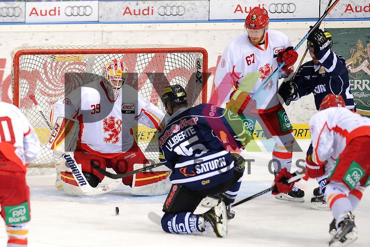 ERC Ingolstadt - Duesseldorfer DEG<br /> Ingolstadts John Laliberte (Nr.15) scheitert an Duesseldorfs Tyler Beskorowany (Nr. 39) im Spiel der DEL, ERC Ingolstadt - Duesseldorfer EG.<br /> <br /> Foto &copy; P-I-X.org *** Foto ist honorarpflichtig! *** Auf Anfrage in hoeherer Qualitaet/Aufloesung. Belegexemplar erbeten. Veroeffentlichung ausschliesslich fuer journalistisch-publizistische Zwecke. For editorial use only.