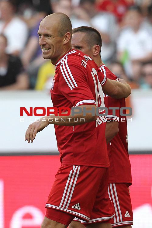 21.07.2013, Borussia Park, Moenchengladbach, GER, Telekom Cup 2013, Borussia M&ouml;nchengladbach vs FC Bayern M&uuml;nchen, im Bild<br /> Torjubel / Jubel  Arjen Robben (Muenchen #10) mit Franck Ribrry (Muenchen #7)<br /> <br /> Foto &copy; nph / Mueller