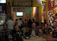 S&Atilde;O PAULO,SP,27 JUNHO 2012 - BOCA JUNIORS x CORINTHIANS TORCIDA<br /> Torcedores do Corinthians assistem ao jogo entre Boca Juniors x Corinthians no bar Moocaires na Mooca zona leste.FOTO ALE VIANNA/BRAZIL PHOTO PRESS