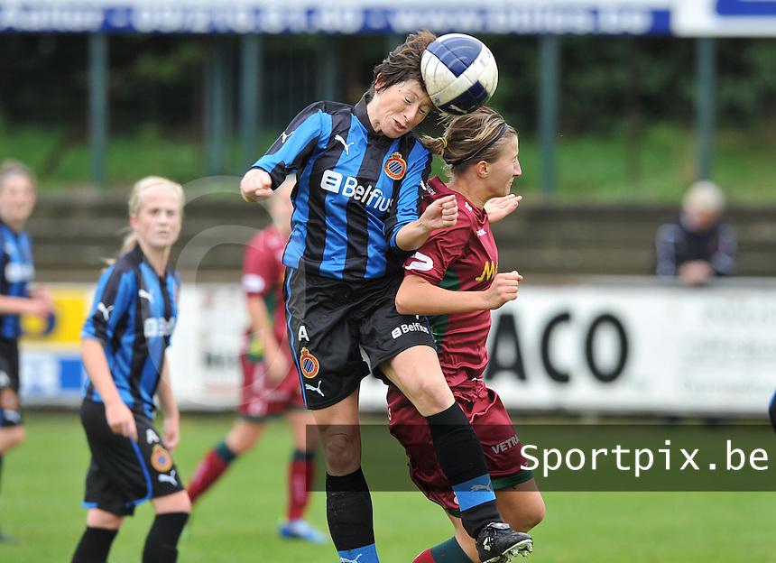 Club Brugge Dames - Dames Zulte Waregem : kopduel tussen Ingrid De Rycke en Elodie Branquart.foto DAVID CATRY / Vrouwenteam.be