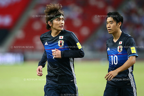 (L-R) Yosuke Kashiwagi, Shinji Kagawa (JPN), NOVEMBER 12, 2015 - Football / Soccer : FIFA World Cup Russia 2018 Asian Qualifier Second Round Group E match between Singapore 0-3 Japan at the National stadium, in Singapore. (Photo by Yohei Osada/AFLO SPORT)