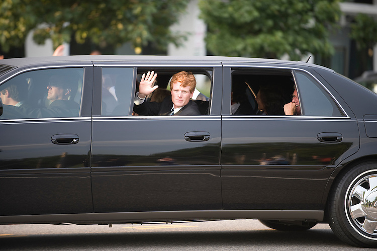 ??? Kennedy waves to the crowd from the motorcade containing the body of the late Senator Edward Kennedy heads down Constitution Ave in Washington D.C. to Arlington National Ceremony where the Senator will be laid to rest beside his brothers, Robert F. Kennedy and John F. Kennedy, August 29, 2009.