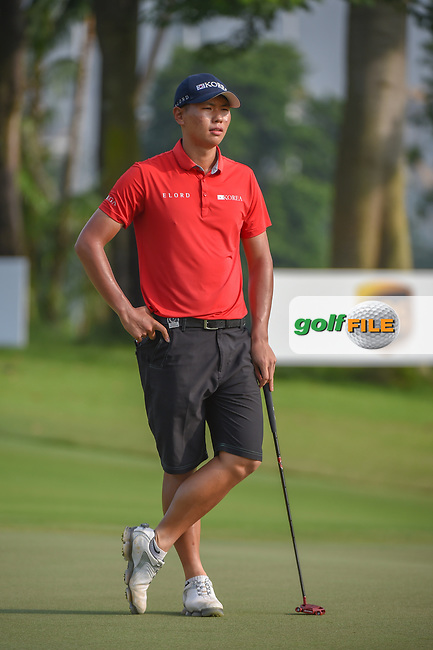 Jin-Bo HA (KOR) waits to putt on 11 during Rd 2 of the Asia-Pacific Amateur Championship, Sentosa Golf Club, Singapore. 10/5/2018.<br /> Picture: Golffile | Ken Murray<br /> <br /> <br /> All photo usage must carry mandatory copyright credit (© Golffile | Ken Murray)