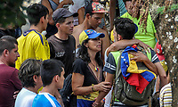CUCUTA - COLOMBIA, 26-02-2019: Venezolanos tratan de pasar la frontera hacia Colombia días después que el gobierno de Nicolás Maduro cerrara la frontera entre estos dos países. / Venezuelan people try to cross the borde Venezuela Colombia after days of Maduro regimen closes the border between these countries. Photo: VizzorImage / Julio Colmenares / Cont
