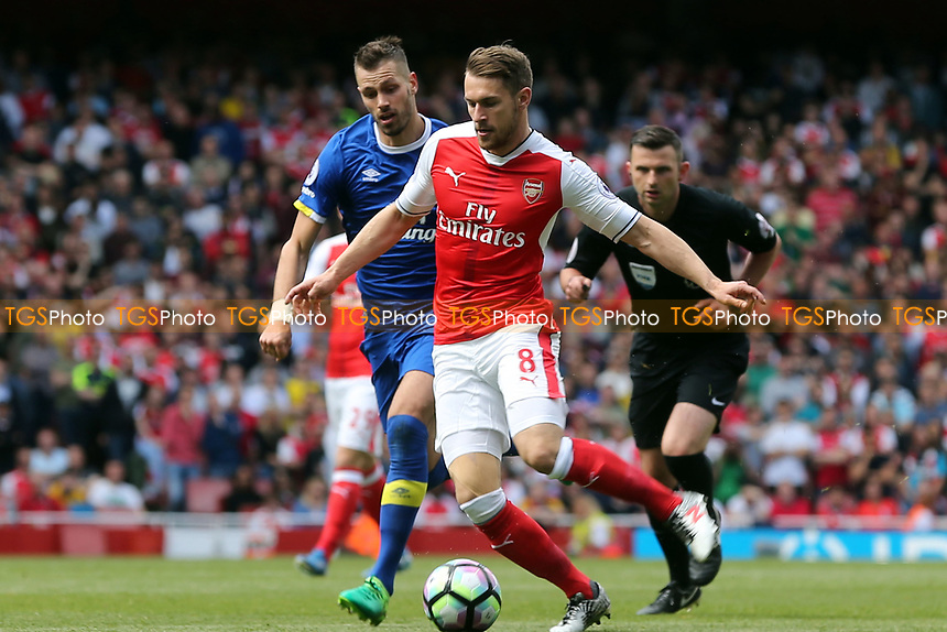 Aaron Ramsey of Arsenal and Morgan Schneiderlin of Everton during Arsenal vs Everton, Premier League Football at the Emirates Stadium on 21st May 2017