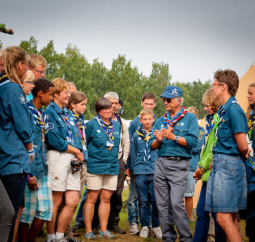 The king of Sweden is visiting Swedish scouts. Photo: André Jörg/Scouterna