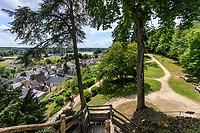 France, Indre-et-Loire, Langeais, château et jardin de langeais, ruines de la forteresse du xe siècle et échaffaudage de bois