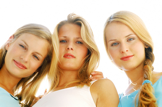 Beaute, femme, trois blondes souriant *** Three blondes smiling, Female Beauty