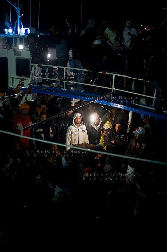 Una barca carica di immigrati Tunisini arriva nel porto di Lampedusa.<br /> A boat full of tunisian immigrants just arrived at the Lampedusa harbour