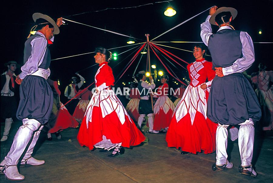 Grupo de Dança Gaúcha em Olimpia, São Paulo. 1985. Foto de Juca Martins.