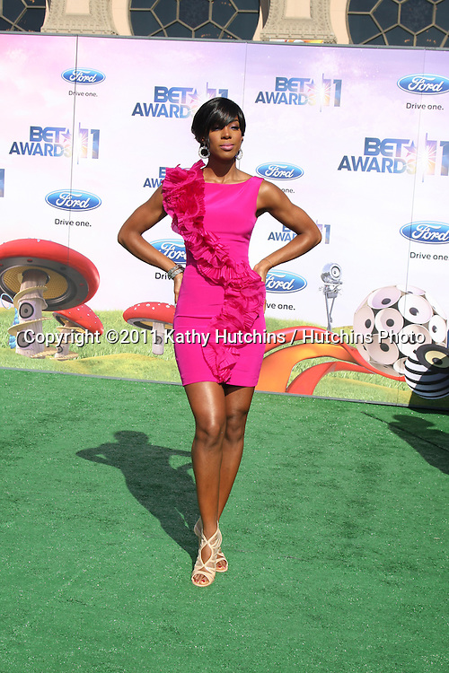 LOS ANGELES - JUN 26:  Kelly Rowland arriving at the 11th Annual BET Awards at Shrine Auditorium on June 26, 2004 in Los Angeles, CA