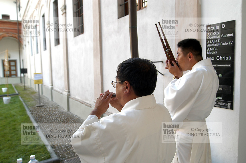 "- meeting ?Religions and Cultures? organized by the S.Egidio Community in Milan, Japanese Shinto priests ....- meeting ""Religioni e Culture"" organizzato dalla Comunità S.Egidio a Milano, religiosi giapponesi Shintoisti"
