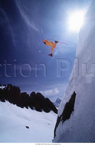 EXTREME SKIING, 9505.  Photo: Bruno van Loocke/Action Plus...1995.wintersports.winter sports.wintersport.winter sport.skier.skiers.extreme sports sport.excitement.radical.fun.daring.dare