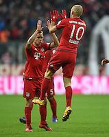 FUSSBALL  1. BUNDESLIGA  SAISON 2015/2016  24. SPIELTAG FC Bayern Muenchen - 1. FSV Mainz 05       02.03.2016 Arjen Robben (re) bejubelt mit Rafinha  (li, beide FC Bayern Muenchen) seinen Treffer zum 1:1