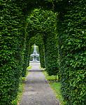 Spokane, Washington: Arch pathway of Duncan Garden, a formal garden in Spokane's Manito Park
