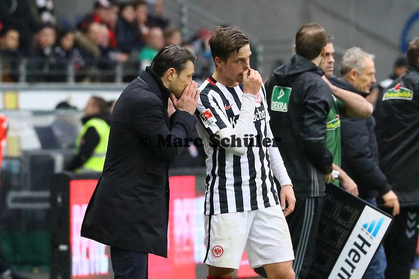 Trainer Niko Kovac (Eintracht Frankfurt) mit Bastian Oczipka (Eintracht Frankfurt) - 05.03.2017: Eintracht Frankfurt vs. SC Freiburg, Commerzbank Arena