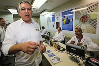 SAO PAULO, SP, 06 ABRIL 2013 - CAMPANHA SANGUE CORINTIANO - O Ministro da Saúde, Alexandre Padilha, no primeiro dia da 11ª edição da Campanha Sangue Corintiano que acontece entre os dias 06 e 13 de abril, no Hemocentro do Hospital das Clínicas, em São Paulo nesta sábado, 06.  FOTO: WILLIAM VOLCOV / BRAZIL PHOTO PRESS.