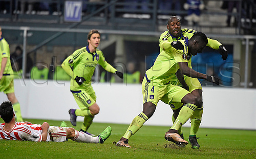 18.02.2016. Anderlecht, Brussels, Belgium. UEFA Europa League football. Anderlecht versus Olympiakos.  Kara Mbodji Serigne Modou defender of RSc Anderlecht celebrates with teammates after scoring