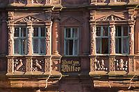 Europe/Allemagne/Bade-Würrtemberg/Heidelberg: la rue principale Hauptstrasse, Maison du Chevalier ou Maison Ritter - Haus zum Ritter construite en 1592 pour le marchand Huguenot Charles Bélier -Restaurant Zum Ritter - Détail de la façade : fenêtre