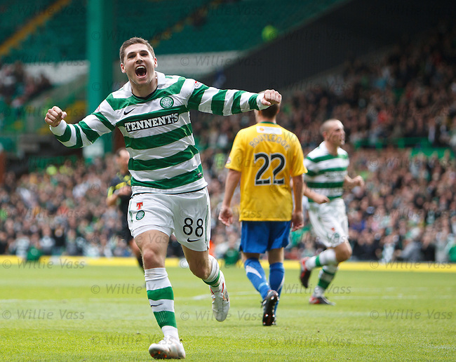 Gary Hooper celebrates his goal for Celtic