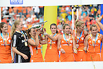 The Hague, Netherlands, June 14: Players of The Netherlands celebrate the win of the World Cup Trophy after the field hockey gold medal match (Women) between Australia and The Netherlands on June 14, 2014 during the World Cup 2014 at Kyocera Stadium in The Hague, Netherlands. Final score 2-0 (2-0)  (Photo by Dirk Markgraf / www.265-images.com) *** Local caption ***