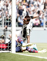 Calcio, Serie A: Juventus vs Crotone. Torino, Juventus Stadium, 21 maggio 2017.<br /> Juventus&rsquo; Mario Mandzukic scores during the Italian Serie A football match between Juventus and Crotone at Turin's Juventus Stadium, 21 May 2017. Juventus defeated Crotone 3-0 to win the sixth consecutive Scudetto.<br /> UPDATE IMAGES PRESS/Isabella Bonotto