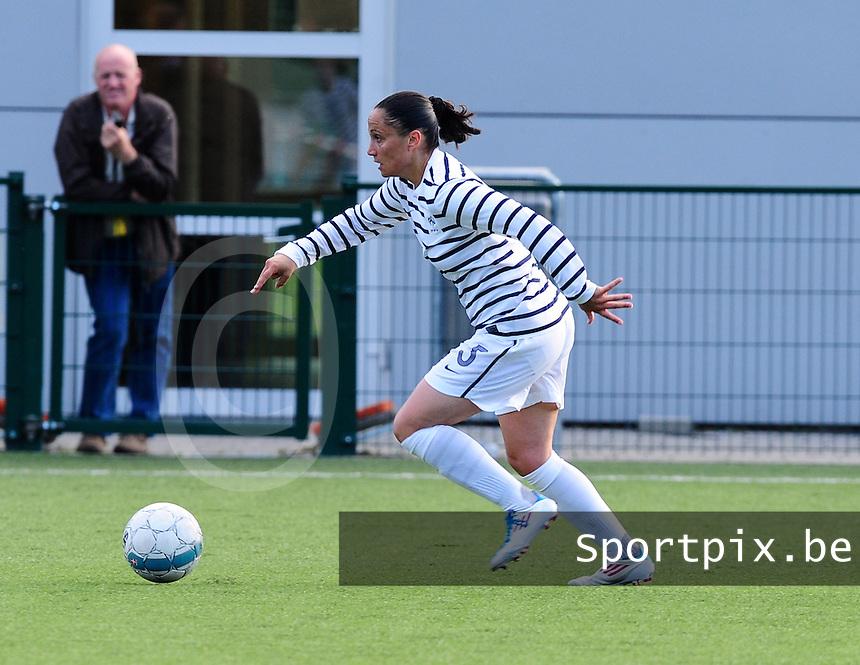 Vriendschappelijke interland vrouwenvoetbal : Belgium A - France A te Nieuwpoort ;..Ophelie Meilleroux..foto DAVID CATRY / Vrouwenteam.be