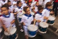 Europe/France/Aquitaine/64/Pyrénées-Atlantiques/Pays-Basque/Bayonne: Fanfare enfantine, tambours lors des Fêtes de Bayonne