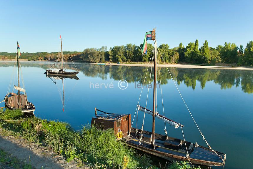 France, Indre-et-Loire (37), Val de Loire classé Patrimoine mondial de l'UNESCO, Bréhémont, port sur la Loire et bateaux traditionnels // France, Indre et Loire, Val de Loire listed as World Heritage by UNESCO, Brehemont, port on the Loire and traditional boats