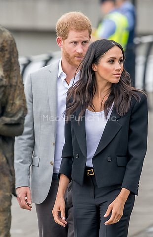 Prinz Harry und Herzogin Meghan besuchen das Famine Memorial  in Dublin / 110718<br /> <br /> <br /> *** July 11, 2018 - Dublin, Ireland. The Duke and Duchess of Sussex visit the Famine Memorial  in Dublin on day two of their visit to Ireland. *** _<br />