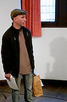 Remise des prix, en présence du Maire de la ville, Jean-Jacques de Peretti, par Alain Pouquet, president du Syndicat professionnel de la noix et du cerneau de Noix du Périgord.<br /> Patrick BORIS, de Saint-Laurent-des-Tours, Lot, medaille de broze