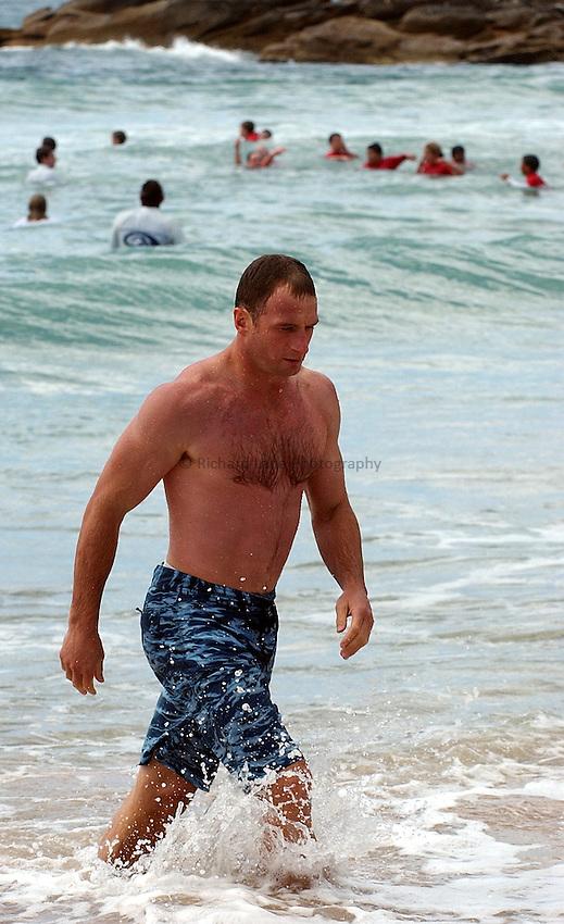 Photo. Steve Holland. England team swim at Manly beach, Sydney. RWC 2003..17/11/2003..Mike Catt swims