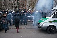 """Mehr als 3.500 Menschen protestierten am Samstag den 22. November 2014 in Berlin Marzahn-Hellersdorf gegen einen Aufmarsch von ca. 550 Neonazis, Hooligans, NPD-Mitgliedern, Mitgliedern der Neonazipartei """"Die Rechte"""", sowie einer sog. Buergerinitiative """"Gegen Asylmissbrauch den Mund aufmachen"""".<br /> Die Rechtsradikalen wollten gegen eine geplante Fluechtlingsunterkunft protestieren und durch den Stadtteil marschieren.<br /> Dagegen versammelten sich bereits Stunden vor dem Neonazi-Aufmarsch ueber 1.500 Menschen an mehreren Punkten der Marschroute an den Polizeiabsperrungen.<br /> Bis zum Einbruch der Dunkelheit konnte der rechtsradikale Aufmarsch nur ca. 70 Meter Wegstrecke zurueck legen und wurde dann von der Polizei in einer chaotischen Aktion zum S-Bahnhof gebracht. Gegendemonstranten gelang es nach unverstaendlichen Polizeimanoevern bis auf wenige Meter an die Rechtsradikalen zu gelangen und es kam zu Auseinandersetzungen bei denen beide Seiten sich mit Flaschen, Steinen und Feuerwerkskoerpern bewarfen.<br /> Im Bild: Es explodierte ein Knallkoerper (sog. Polenboeller) zwischen Polizeiabsperrung und Gegendemonstranten. Ein Polizeibeamter musste daraufhin den Einsatz wegen eines Knalltraumas beenden.<br /> 22.11.2014, Berlin<br /> Copyright: Christian-Ditsch.de<br /> [Inhaltsveraendernde Manipulation des Fotos nur nach ausdruecklicher Genehmigung des Fotografen. Vereinbarungen ueber Abtretung von Persoenlichkeitsrechten/Model Release der abgebildeten Person/Personen liegen nicht vor. NO MODEL RELEASE! Nur fuer Redaktionelle Zwecke. Don't publish without copyright Christian-Ditsch.de, Veroeffentlichung nur mit Fotografennennung, sowie gegen Honorar, MwSt. und Beleg. Konto: I N G - D i B a, IBAN DE58500105175400192269, BIC INGDDEFFXXX, Kontakt: post@christian-ditsch.de<br /> Bei der Bearbeitung der Dateiinformationen darf die Urheberkennzeichnung in den EXIF- und  IPTC-Daten nicht entfernt werden, diese sind in digitalen Medien nach §95c UrhG rechtlich geschuetzt. """