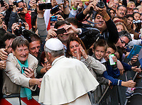 Papa Francesco saluta i fedeli al suo arrivo alla chiesa di Santo Stanislao dei Polacchi a Roma, 4 maggio 2014.<br /> Pope Francis greets faithful as he for his pastoral visit to the church of St. Stanislaw of Poles in Rome, 4 May 2014.<br /> UPDATE IMAGES PRESS/Riccardo De Luca<br /> <br /> STRICTLY ONLY FOR EDITORIAL USE