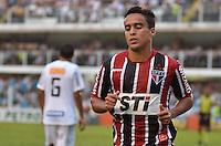 ATENÇÃO EDITOR: FOTO EMBARGADA PARA VEÍCULOS INTERNACIONAIS - SANTOS, SP, 09 DE SETEMBRO DE 2012 - CAMPEONATO BRASILEIRO - SANTOS x SÃO PAULO: Jadson durante partida Santos x São Paulo, válida pela 23ª rodada do Campeonato Brasileiro de 2012 no Estádio da Vila Belmiro em Santos. FOTO: LEVI BIANCO - BRAZIL PHOTO PRESS