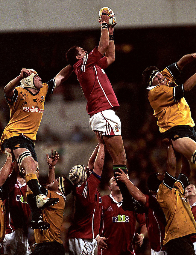 Photo. Richard Lane. .Lions Tour 2001. First Test, Australia v The Lions at the Gabba, Brisbane, Australia. 30/6/2001.Martin Johnson takes a lineout as John Eales and David Giffin challenge and fail.