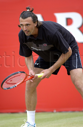 12 June 2005: Croatian player Goran Ivanisevic (Cro) waits to receive during his exhibition challenge game against McEnroe at the Stella Artois Championships, Queens Club, London. Photo: Martin Cushen/Action Plus...050612 player Tennis