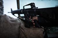 An M16 hold by one of the ANA soldier at a tower of a checkpoint. Although the majority of ANA weapons were donated by the US military, ANA soldiers often complain about the lack of quality automatic weapons.. Kunar, Afghanistan, 16th November 2017. <br /> <br /> Un M16 tenu par un soldat de la ANA garde l'une des 4 tours du checkpoint. Malgré que la majorité des armes de l'ANA ait été offerte par l'armée américaine, les soldats de l'ANA se plaignent souvent du manque de qualité des armes automatiques. Kunar, Afghanistan, le 16 novembre 2017.