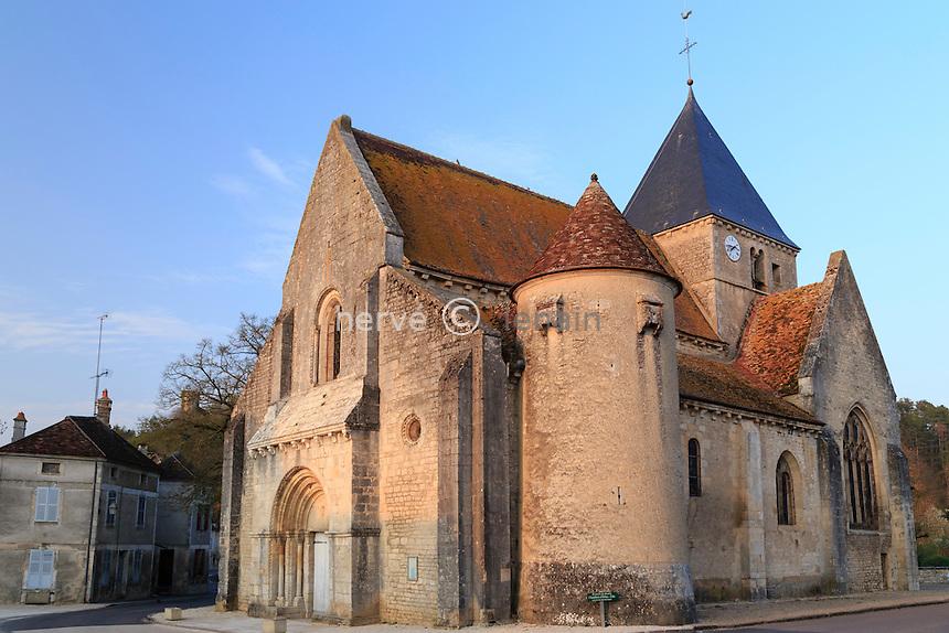 France, la Puisaye, Yonne (89), Druyes-les-Belles-Fontaines, église romane Saint-Romain // France, the Puisaye, Yonne, Druyes-les-Belles-Fontaines, Saint Romain church