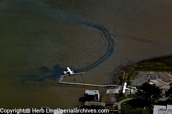 aerial photograph, seaplane low tide Sausalito, Marin County, California