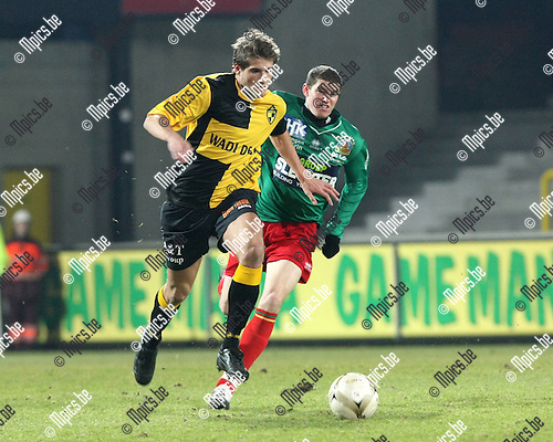 2010-02-03 / Voetbal / seizoen 2009-2010 / SK Lierse - Oostende / Laleman probeert Frederic Frans (Lierse) bij te houden..Foto: mpics