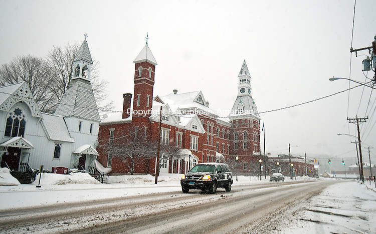 THOMASTON,  CT-021415JS01- Travelers make their way down Main Street in Thomaston as more snow falls in the region on Saturday. Below freezing temperatures, high gusty winds and even more snow if on tap into next week. <br />  Jim Shannon Republican-American