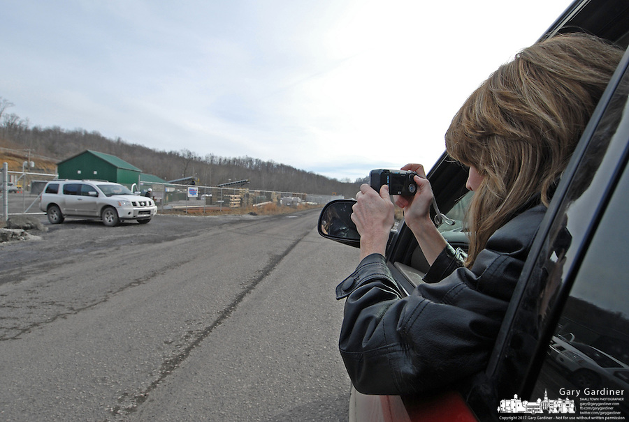 Lynette Robe leans out her car window to photograph the Sago mine Sunday, Jan. 8, 2006, near Buckhannon, WV. Twelve miners died in an explosion in the mine last Monday. (Photo by Gary Gardiner)..<br />