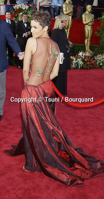 Halle Berry, arriving at the 74th Annual Academy Awards, at The Kodak Theatre in Hollywood, CA. 3/24/2002.